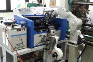 """Kompakte Robotertechnik """"Maschinen Entladung"""" – Spritzguss"""