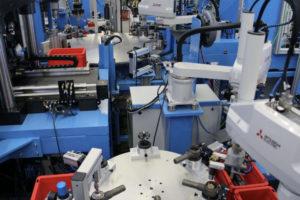 """Kompakte Robotertechnik """"Montageanlage"""" von Kugelgelenken"""