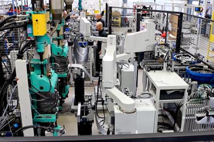 JAM Industrieroboter Robotertechnik Maschinenbestückung Druckgussmaschine Duschschläuche